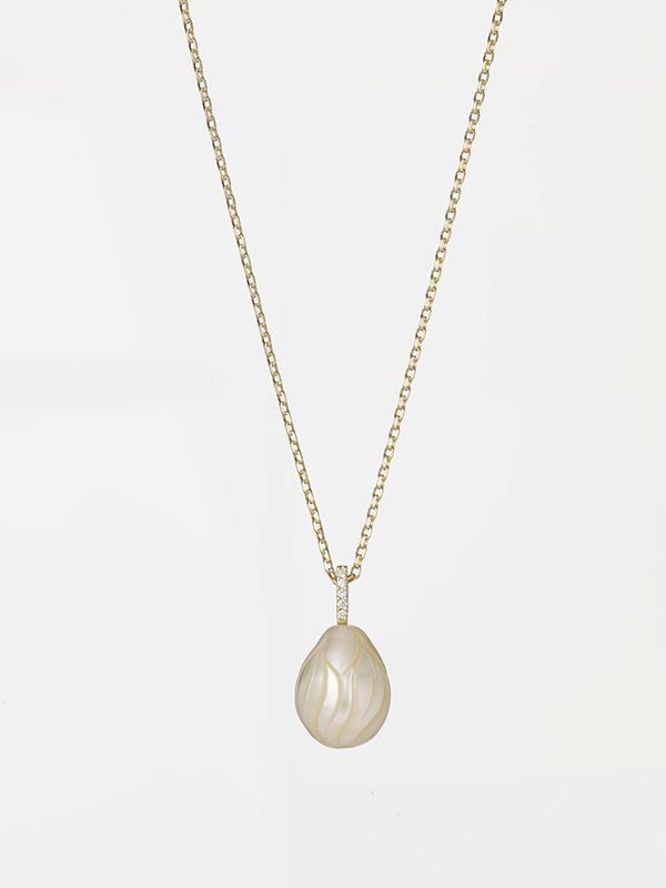 0710-16941 Carved Pearl 01
